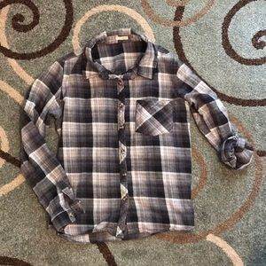 Flannel with adjustable sleeves